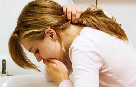 Кружится голова и тошнит: причины недомогания
