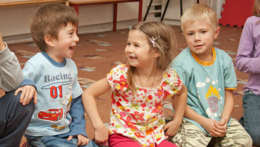Как развить коммуникативные навыки у ребёнка и взрослого человека