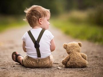 Аутизм у детей: признаки, симптомы, причины возникновения болезни