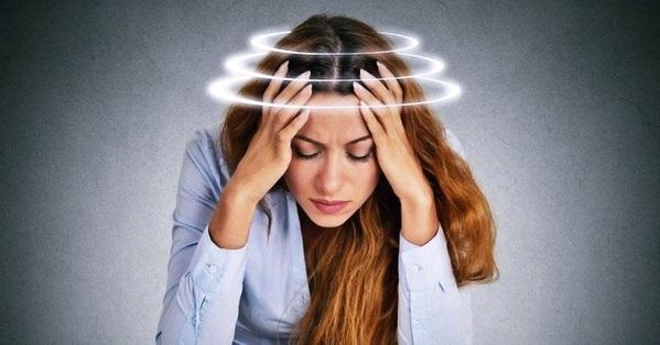 Болит голова и глаза: в чем причины, и как лечить симптом