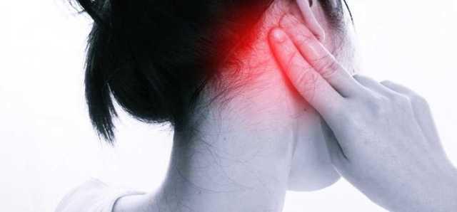 Болит за ухом: причины, диагностика, лечение недомогания