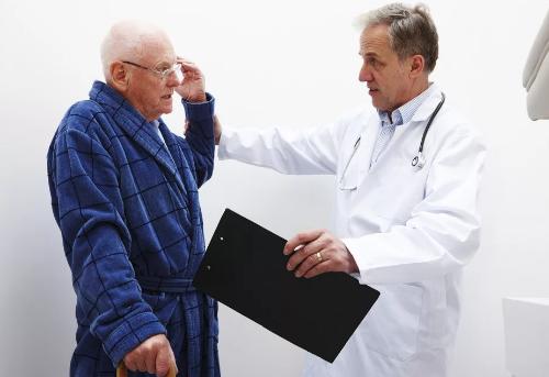 Шатает при ходьбе: причины, заболевания, категории заболеваний