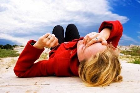 Упала в обморок: причины потери сознания и первая помощь