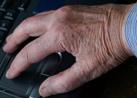 Тремор рук – что это такое и в чем причины: как избавиться и что делать в домашних условиях, если трясутся конечности