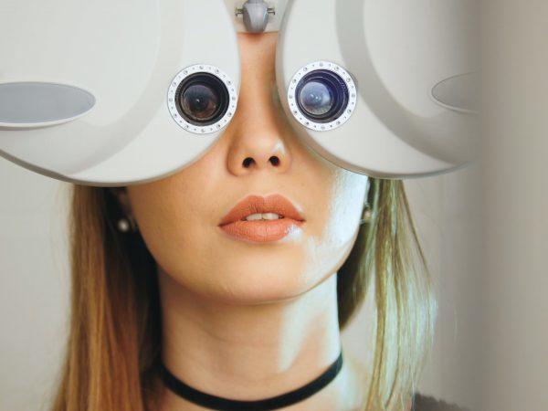 Двоится в глазах: причины, диагностика, лечение