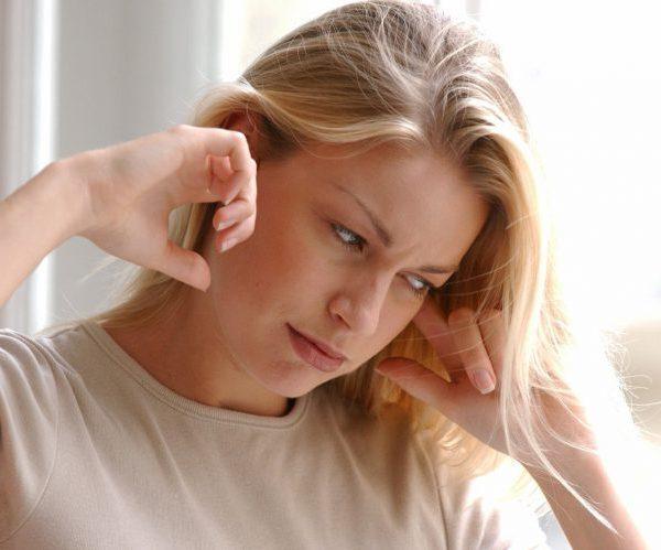 Давит на уши: какие заболевания сопровождаются симптомом