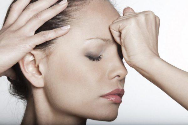 О чем говорит изменение давления при головной боли