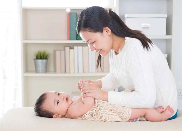Массаж при ДЦП ребёнку: техники, противопоказания